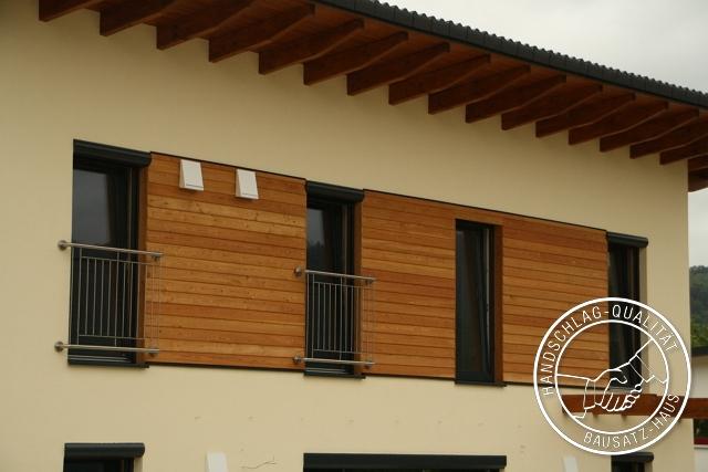 Putz und Holzfassade auf Holzziegelhaus