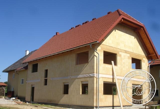 referenz Holzziegel bauernhaus mehrfamilienhaus zubau an altbau